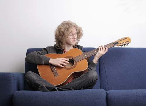 هنرجویان چپ دست گیتار (راهنمای کامل از حقیقت تا عمل) - تاروس