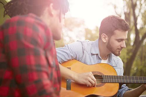 راهنمای کامل هنرجویان چپ دست گیتار